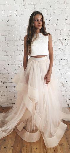 Это раздельное свадебное платье трансформер с воланами от @fataiperya из коллекции 2018  подходит для тех у кого свадьба в стиле лофт, рустик, бохо, марсала, шебби шик, прованс, тиффани, ретро, париж, эко, сказка.