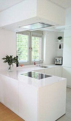 Small Kitchen Ideas : with Island & Cabinets Small modern kitchen ideas. Discover inspiration for your Small kitchen remodeling in small spaces, upgrade with ideas for storage, gadget, organization, layout and decor. Farmhouse Kitchen Island, Modern Kitchen Island, Small Space Kitchen, Modern Kitchen Design, Interior Design Kitchen, Kitchen Decor, Kitchen Islands, Diy Kitchen, Kitchen Ideas