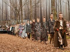 Out of the #Woods: Chanel Fall/Winter 2018 http://moderncultureoftomorrow.com/woods-chanel-fall-winter-18-19/ #MCOTmag #MODERNCULTUREOFTOMORROW #TRENDING #WOMENSFASHION #RTW #AUTUMN #FALL #KARLLAGERFELD  #MUSTHAVE #PARIS #FASHIONWEEK #PFW #CHANEL