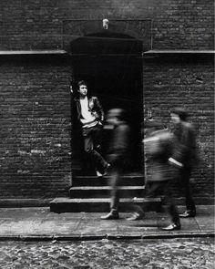 John Lennon in Hamburg 1961 : OldSchoolCool Stuart Sutcliffe, George Harrison, Paul Mccartney, The Beatles History, Richard Starkey, I Am The Walrus, John Lennon Beatles, Jhon Lennon, Beatles Art