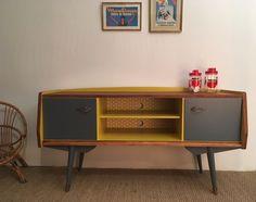 Chez lilibroc, vous trouverez des meubles vintage relookés avec soin. Une collection de commodes,coiffeuses,secrétaires,buffets, armoires et bureaux rétro.