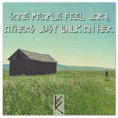Some people feel Jörð, others just walk on her. Manche Menschen fühlen Jörð, andere laufen lediglich auf ihr.