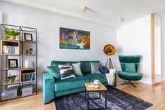 Uniwersalny urok klasyki z nowoczesnym twistem w centrum Woli Couch, Sofa, Sweet Home, Gallery Wall, Furniture, Home Decor, Google, Living Room, House