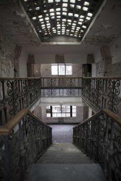 hotel embrujado posada del sol escaleras-w636-h600