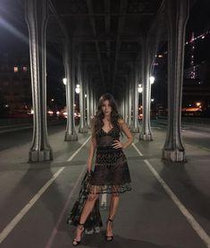"234.7 k mentions J'aime, 946 commentaires - hailee steinfeld (@haileesteinfeld) sur Instagram: ""Midnight in Paris 🌹"""