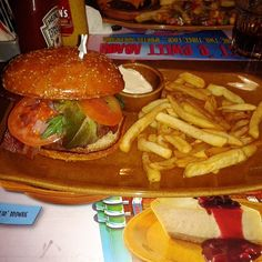 Bacon Cheese Burger @ Foster's Hollywood