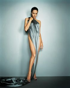 Happy Birthday, Angelina Jolie - See 38 of Her Sexiest Pictures! - Angelina Jolie posed on a silk sheet for her July 2007 Esquire filming. Angelina Jolie Fotos, Angelina Jolie Pictures, Angelina Jolie Photoshoot, Celebrity Photography, Fashion Photography, Photography Office, Lingerie Glamour, Jolie Pitt, Vogue Covers
