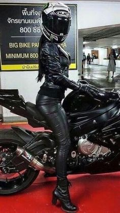 Ready for a Ride in black Leather - cosplay - Motorrad Motorcycle Suit, Motorbike Girl, Lady Biker, Biker Girl, Ducati Monster, Motard Sexy, Motos Vespa, Chicks On Bikes, Leder Outfits