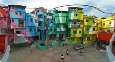 Sequestered within the city of Rio de Janeiro, two men are giving the poor, compact community of Santa Marta a radiant makeover. Jeroen Koolhaas and Dre Urhahn originally came to the favelas of Brazil in 2005 to film a documentary about hip hop for… Santa Marta, Favelas Brazil, Art Du Monde, Belle Villa, Dutch Artists, Slums, Best Cities, Public Art, Public Spaces