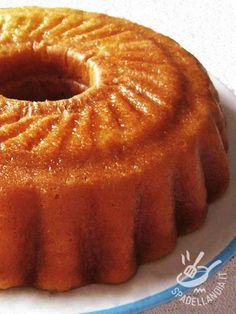 Il Babà napoletano è uno dei dessert campani più conosciuti al mondo e amato per la consistenza spugnosa che si impregna del liquore Savarin, Cannoli, Gelato, Vegan Vegetarian, Sweet Recipes, Food Photography, Muffin, Food And Drink, Cooking Recipes