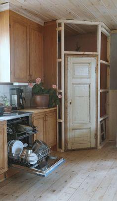 30 Dream Kitchen Upgrades That Will Totally Change Your Life Corner Kitchen Pantry, Kitchen Pantry Design, Kitchen Redo, Kitchen Storage, Kitchen Remodel, U Shaped Kitchen, Kitchen Upgrades, Updated Kitchen, Küchen Design