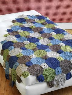 """Free Easy to Crochet Afghan Patterns"" It looks easy enough and gorgeous. Love the colours."