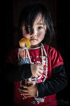 Child of Bhutan by Gavin Gough . All these baby photos are so adorable! Kids Around The World, People Around The World, Precious Children, Beautiful Children, Beautiful World, Beautiful People, Kind Photo, Foto Baby, Child Face