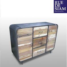 Buffet 120cm en bois et métal numéroté. Modèle avec deux portes et trois tiroirs. Plateau bois de bateau, montants en fer poli et traité Chaque pièce est unique. Nous sélectionnons les plus beaux meubles, les numérotons et en assurons la traçabilité jusqu'à chez vous. >> Retrouvez nos autres buffets et commodes bois métal / Pièce numérotée et série limitée      NEO ou l'art du recyclage    D'où vient le bois utilisé ?