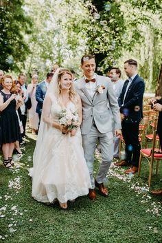 Location: Schloss Margarethen am Moos Fotograf: PhoTobi, Tobias Müller #photobisiert natürlich, ungezwungen, authentisch Lace Wedding, Wedding Dresses, Tobias, Location, Fashion, Small Moments, Baby Sister, Outside Wedding, Wedding Photography