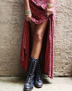 clash, love it :) Mode Hippie, Hippie Style, Bohemian Style, Bohemian Boots, Bohemian Living, Boho Fashion, Fashion Beauty, Autumn Fashion, Womens Fashion