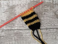 Feb 2020 - This free knitting pattern is quick and easy to knit and stitch up. They're also a great way to use up the odd little bits of yarn you have lying around. Easy Knitting, Loom Knitting, Knitting Stitches, Knitting Club, Kids Knitting, Creative Knitting, Knitting Toys, Beginner Knitting, Knitting Needles
