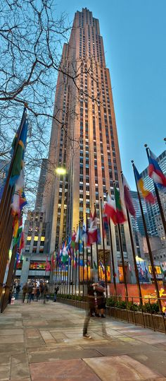 Rockefeller Center – New York Rockefeller Center, Empire State Building, Travel Around The World, Around The Worlds, Times Square, Ville New York, Monuments, Voyage New York, Famous Buildings