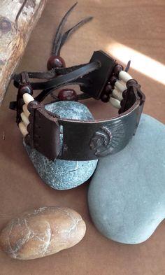 Bracelet  cuir - indien ref: B 160 de la boutique IndianHeritageArts sur Etsy