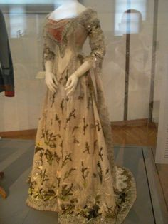 Sisi's gown