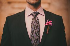 Are you a bride that rocks? If you are, if you are ready for experiments and want to distinguish yourself from the crowd, you'll love this wedding shoot. Forest Wedding, Wedding Shoot, Floral Tie, Color Pop, Flower Arrangements, Groom, Indoor, Bride, Pretty
