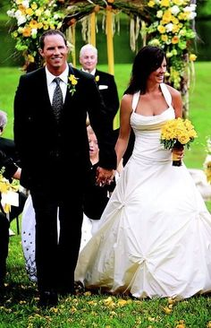 ca7e1962734a6 Country singer Sara Evans married former Alabama quarterback Jay Barker at  a farm in Franklin, Tennesee on June The bride wore an ivory silk taffeta  Vera ...
