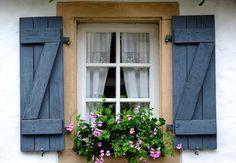 so very french favourite windows doors pinterest fenster t ren und fensterl den. Black Bedroom Furniture Sets. Home Design Ideas