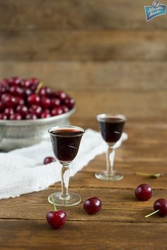 Nalewka z wiśni Red Wine, Alcoholic Drinks, Cherry, Food And Drink, Fruit, Cooking, Recipes, Kitchens, Liquor Drinks