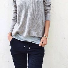 Calças de moletom além de muito confortável , é uma ótima combinação para o inverno! 《pinterest:Lariifreitas》