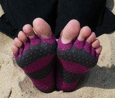 sandy-sockish toes(: