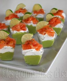 Avocado Verrines, Cream Cheese with Herbs and Smoked Salmon for 12 Folks – Recipes Elle à Desk READ Mushroom and Tapas, Veggie Dip Cups, Veggie Tray, Fingers Food, Dessert Dips, Food Tags, Smoked Salmon, Salmon Avocado, Salmon Recipes