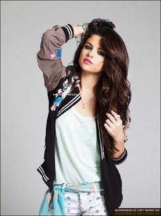 Image in Selena Gomez Photoshoot collection by Jéssica Galante Selena Gomez Fashion, Selena Gomez Outfits, Selena Gomez Photoshoot, Estilo Selena Gomez, Selena Gomez Style, Selena Selena, Alex Russo, Hollywood Heroines, Hollywood Actresses