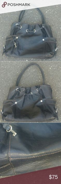Fossil Leather Shoulder Bag In good gently used condition.  Fossil Bags Shoulder Bags