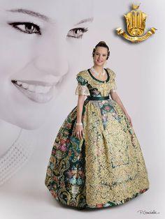 Alvaro Moliner   Taller Confección traje de valenciana Europe Fashion, Silk Brocade, Traditional Dresses, Dress Patterns, Textiles, Costumes, Hair Styles, Unique, Regional