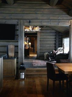 Whether you prefer the classic rustic cabin look or you're wanting to create a space with a more modern air, here are 27 beautiful log cabin interior design ideas to consider. Style At Home, Cabin Interior Design, House Design, Design Bedroom, Bedroom Decor, Chalet Interior, Interior Livingroom, Cabin Design, Kitchen Interior