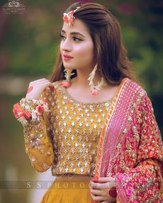 Image may contain: one or more people and people standing Pakistani Mehndi Dress, Bridal Mehndi Dresses, Mehendi Outfits, Pakistani Wedding Outfits, Bridal Dress Design, Wedding Dresses For Girls, Pakistani Wedding Dresses, Pakistani Dress Design, Bridal Outfits