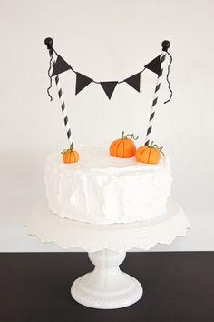 Go with iconic Halloween details like pumpkins @myweddingdotcom