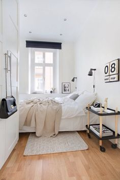 small bedroom design ideas and home staging tips for small rooms Cozy Small Bedrooms, Small Master Bedroom, Small Bedroom Designs, Small Room Design, Small Rooms, Small Spaces, Design Bedroom, Long Narrow Bedroom, Narrow Bedroom Ideas