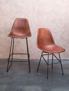 (Bar)stoelen uit Zuid-Amerikaans buffelleder - Handgemaakt - Bar chair - Hand made - Buffalo leather - Class Act - #WoonTheater