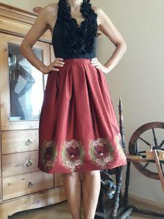Trachtenrock rot mit floralem Muster und Vögel von ETIdesign auf Etsy Satin, Vintage Rock, Formal Dresses, Etsy, Fashion, Dirndl, Oktoberfest, Model, Dresses For Formal