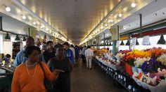 ダウンタウンで昼食をとり、Pike Place Marketまで歩きで移動。生鮮食品から雑貨までなんでもそろう。カニは日本で買うよりもずいぶん高かった。