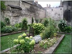 Each year, the City of Troyes rebuilds short-lived gardens inspired by Medieval times.