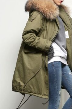 Green coat + skinny jean