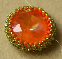 * Make a Cabochon Bezel with Right-Angle Weave - Beading Instructions - Beading Daily