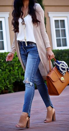 Casual Neutrals: Camisole, Long Cardigan and Cognac Satchel - Stylish Petite - Work Outfits Women Petite Outfits, Mode Outfits, Fall Outfits, Casual Outfits, Fashion Outfits, Womens Fashion, Simple Outfits, Casual Jeans, Ladies Fashion