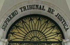 Ac. STJ (ABILIO VASCONCELOS), 17-06-1999:  Em matéria de acidente de viação, a culpa referida no artigo 506º, nº 2, do C.C. é tanto a efectivamente provada, como a resultante de presunção.