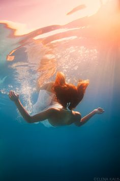 Underwater Photography / Fashion / Dress / Woman / Floating / Fantasy / Dream // ♥ More @lDarkWonderland