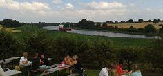 Wo Schiffe neben Obstplantagen fahren…: http://www.made-in-kiel.de/blog/19-locations-und-pubs-in-kiel/150-gut-warleberg