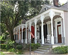 New Orleans Shotgun Houses Uptown Area Image credit: French quarter condo trends New Orleans Homes, New Orleans Louisiana, Mardi Gras, New Orleans Architecture, Creole Cottage, Shotgun House, Historic Homes, House Painting, Old Houses