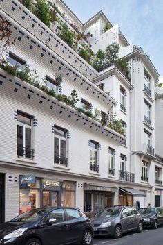Un immeuble en carreaux de grès, à deux pas du Luxembourg. Nous sommes au 26 de la rue Vavin, une petite artère commerçante du 6e arrondissement de Paris. Cet immeuble dit «à gradins» a été construit entre 1912 et 1913.